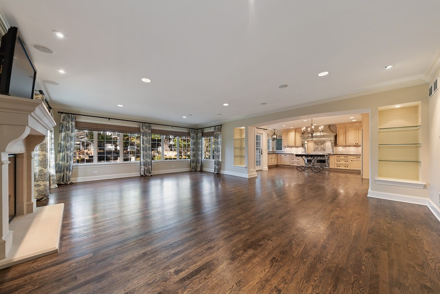 Real Estate Photography - 454 S Banbury Rd, Arlington Heights, IL, 60005 - Family Room / Kitchen