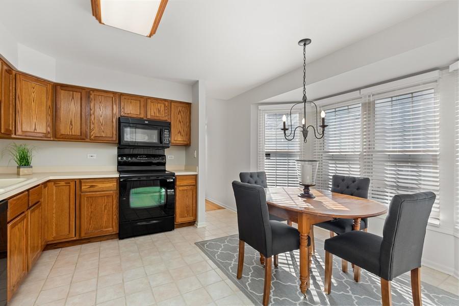 Real Estate Photography - 534 Park Barrington Way, Barrington, IL, 60010 - Kitchen