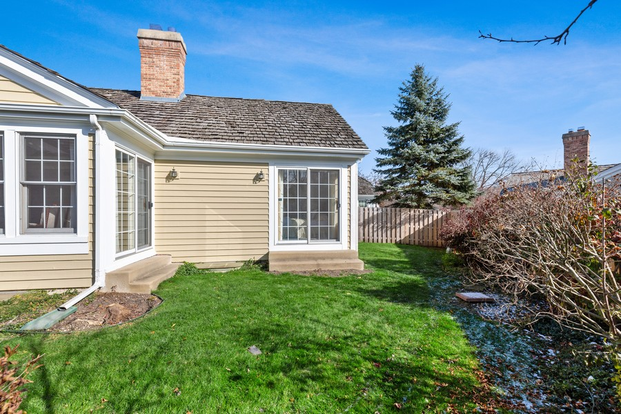 Real Estate Photography - 534 Park Barrington Way, Barrington, IL, 60010 - Back Yard
