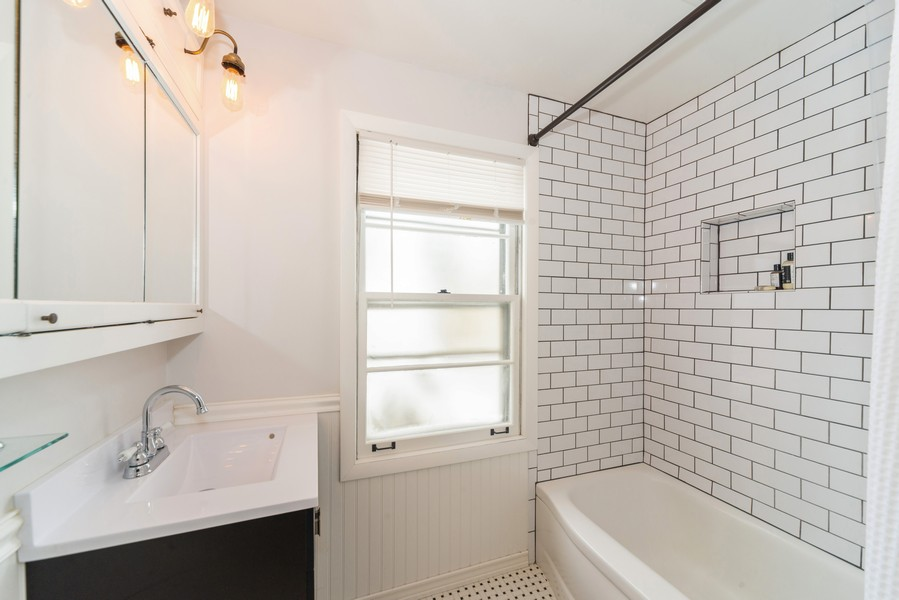 Real Estate Photography - 761 S Washington, Elmhurst, IL, 60126 - Bathroom