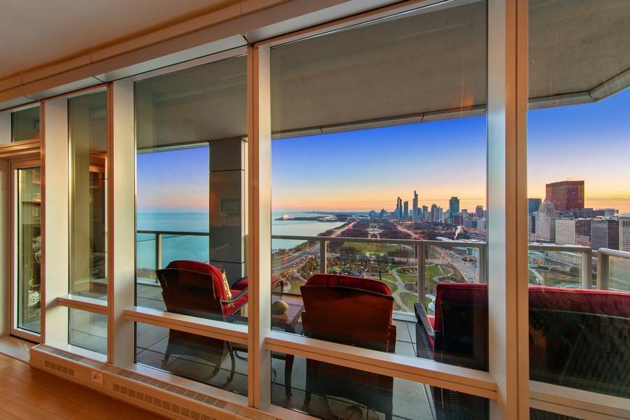 Real Estate Photography - 340 E Randolph St, Unit 2706, Chicago, IL, 60601 - View