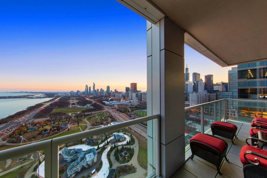Real Estate Photography - 340 E Randolph St, Unit 2706, Chicago, IL, 60601 - Deck