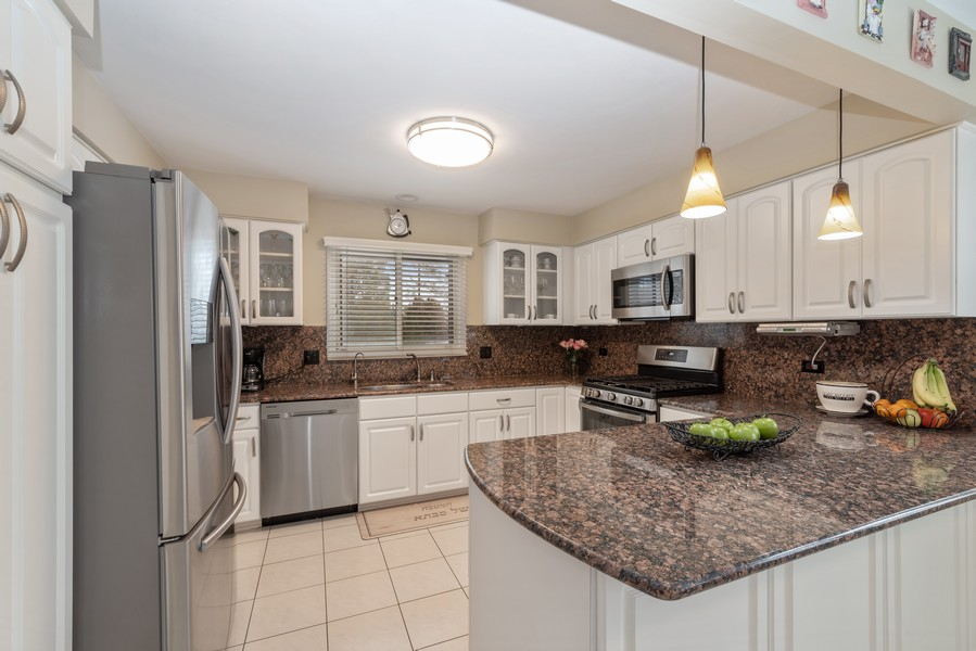 Real Estate Photography - 2775 Sandalwood Ct, Buffalo Grove, IL, 60089 - Kitchen