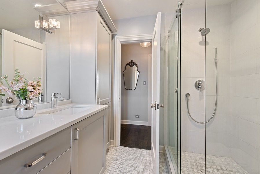 Real Estate Photography - 994 Vernon Ave, Glencoe, IL, 60022 - Master Bathroom