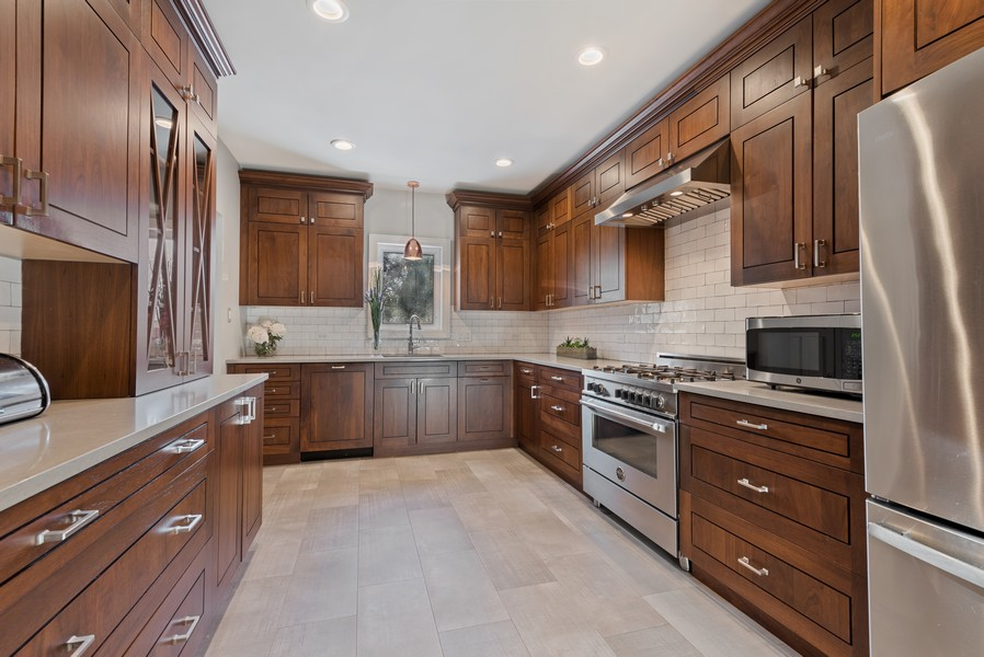 Real Estate Photography - 994 Vernon Ave, Glencoe, IL, 60022 - Kitchen