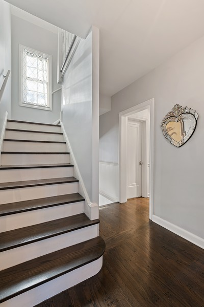 Real Estate Photography - 994 Vernon Ave, Glencoe, IL, 60022 - Staircase