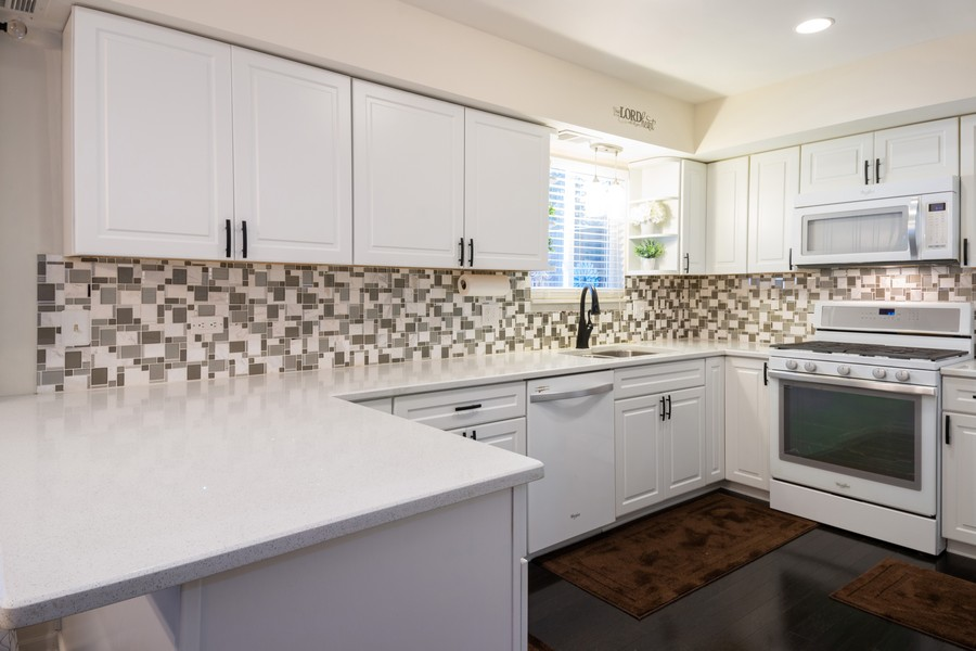 Real Estate Photography - 54 Pine Circle, Cary, IL, 60013 - Kitchen