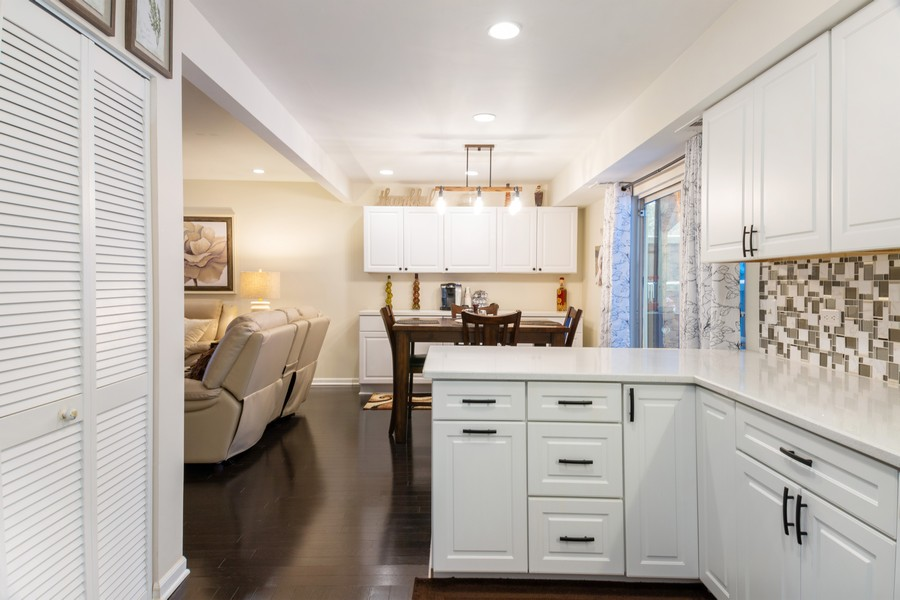 Real Estate Photography - 54 Pine Circle, Cary, IL, 60013 - Kitchen / Breakfast Room