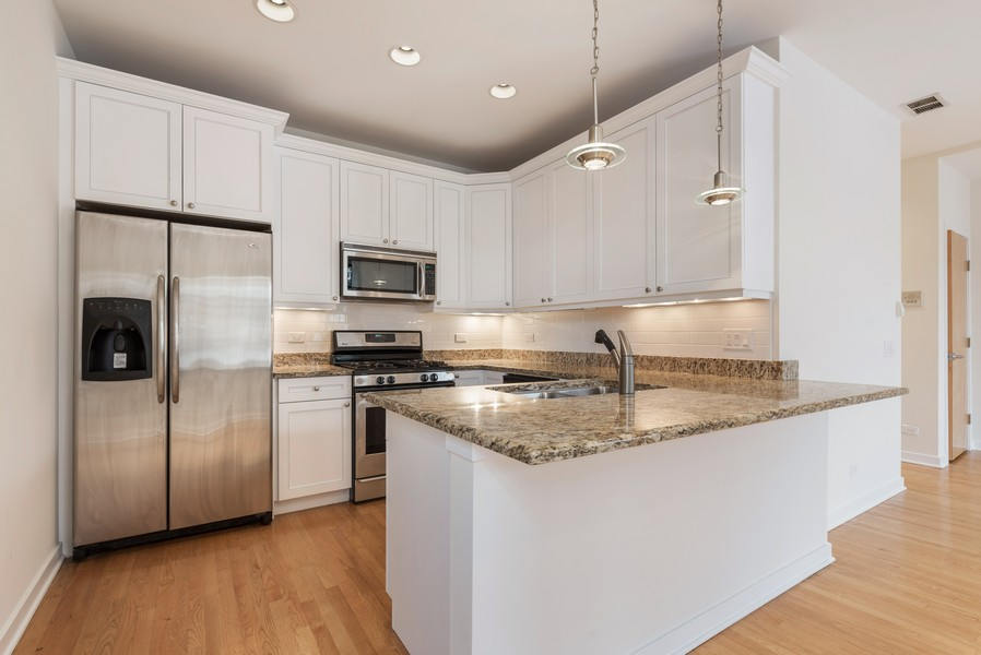 Real Estate Photography - 4003 N Wolcott Ave, Unit D, Chicago, IL, 60613 - Kitchen