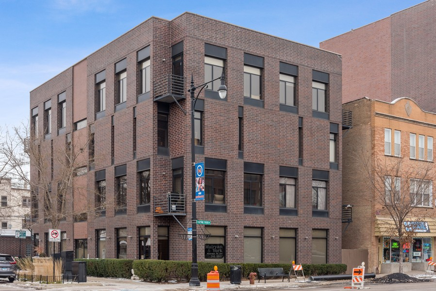 Real Estate Photography - 4003 N Wolcott Ave, Unit D, Chicago, IL, 60613 - Front View