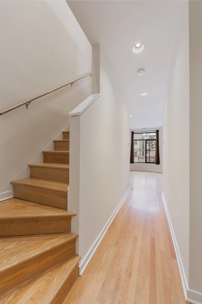 Real Estate Photography - 4003 N Wolcott Ave, Unit D, Chicago, IL, 60613 - Entryway