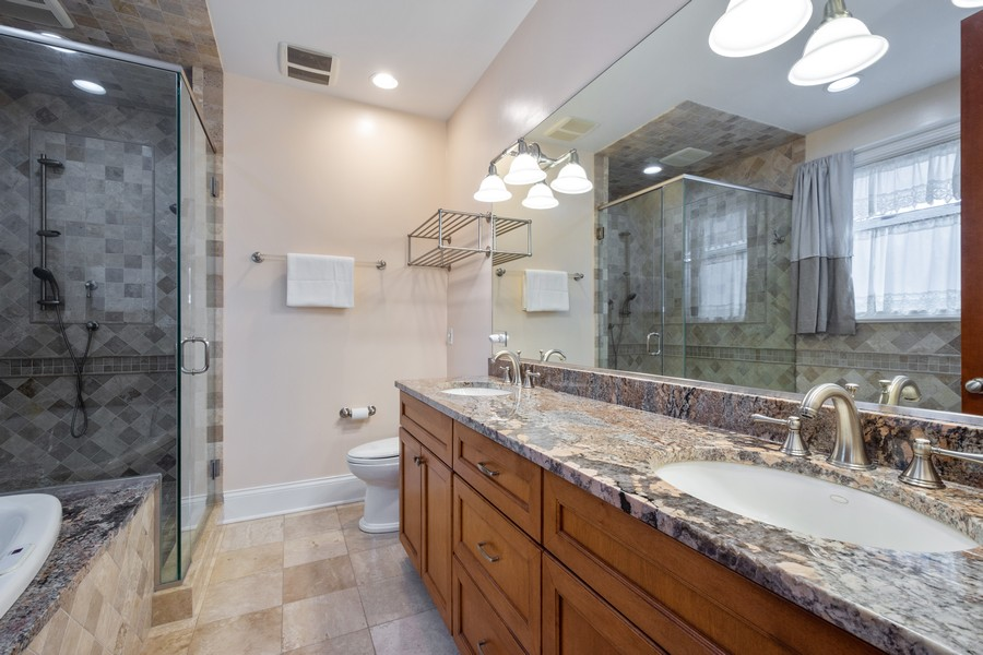 Real Estate Photography - 314 N Dryden Pl, Arlington Heights, IL, 60004 - Master Bathroom