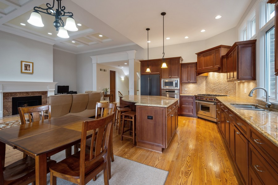 Real Estate Photography - 314 N Dryden Pl, Arlington Heights, IL, 60004 - Kitchen