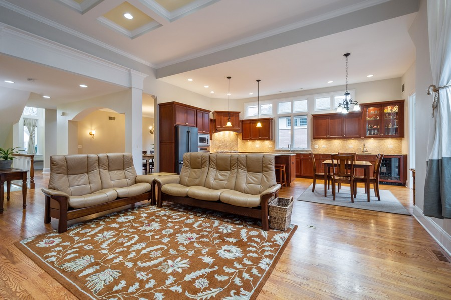 Real Estate Photography - 314 N Dryden Pl, Arlington Heights, IL, 60004 - Living Room