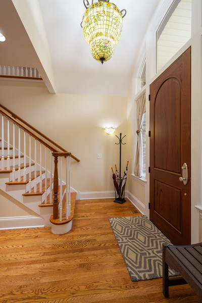 Real Estate Photography - 314 N Dryden Pl, Arlington Heights, IL, 60004 - Foyer