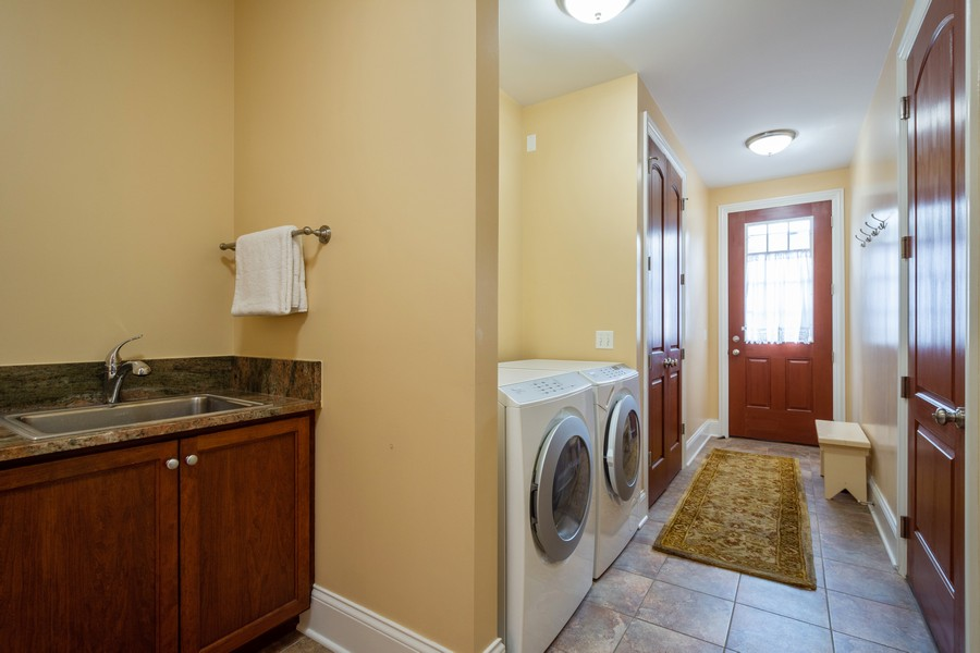 Real Estate Photography - 314 N Dryden Pl, Arlington Heights, IL, 60004 - Laundry Room