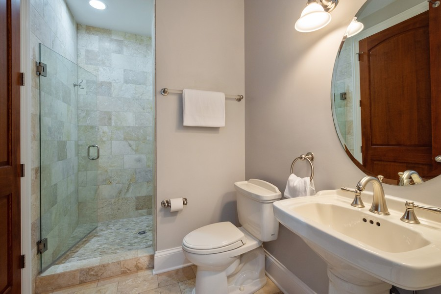 Real Estate Photography - 314 N Dryden Pl, Arlington Heights, IL, 60004 - Bathroom
