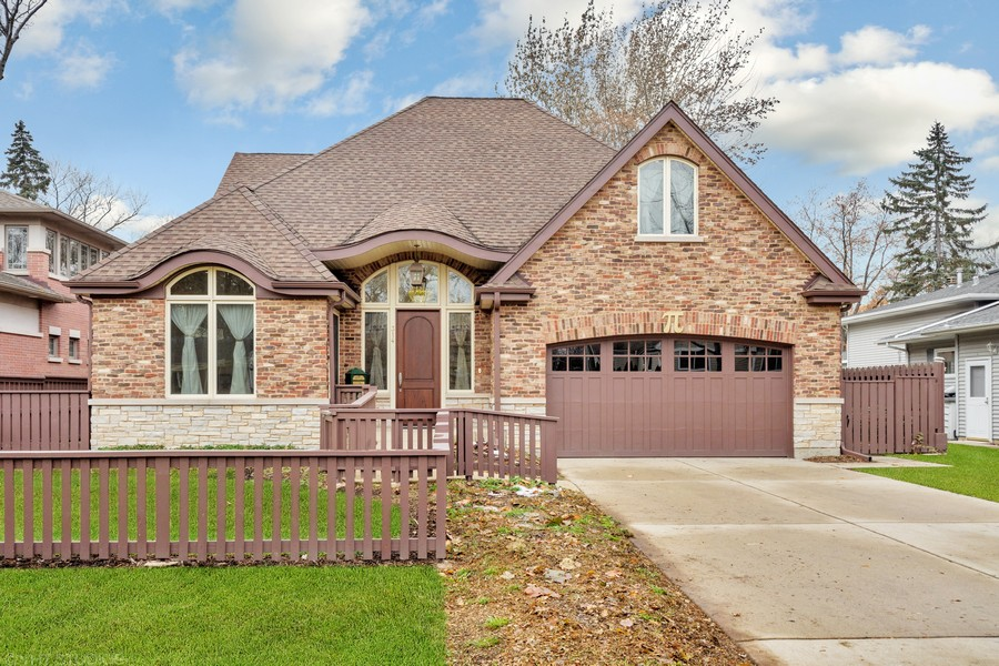 Real Estate Photography - 314 N Dryden Pl, Arlington Heights, IL, 60004 - Front View
