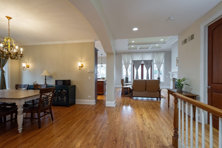 Real Estate Photography - 314 N Dryden Pl, Arlington Heights, IL, 60004 - Foyer/Dining