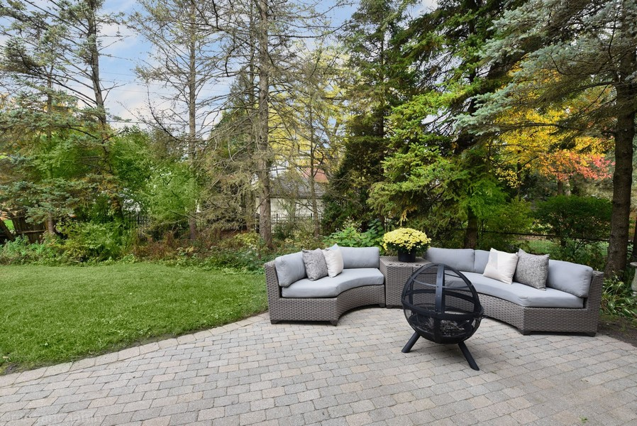 Real Estate Photography - 2126 Thornwood, Wilmette, IL, 60091 - Terrific brick paver patio