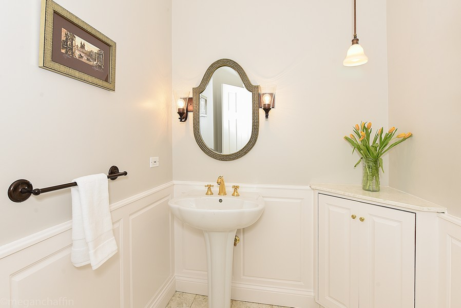 Real Estate Photography - 2126 Thornwood, Wilmette, IL, 60091 - First floor powder room