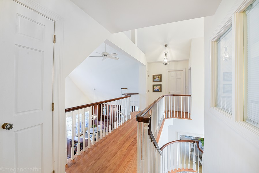 Real Estate Photography - 2126 Thornwood, Wilmette, IL, 60091 - Open second floor hallway
