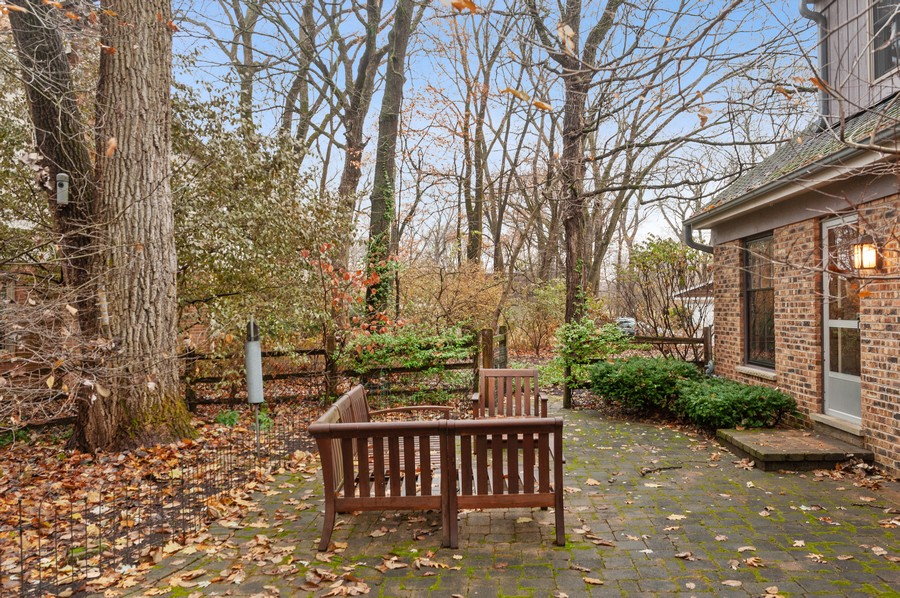 Real Estate Photography - 82 lincolnshire drive, lincolnshire, IL, 60069 - Side Yard