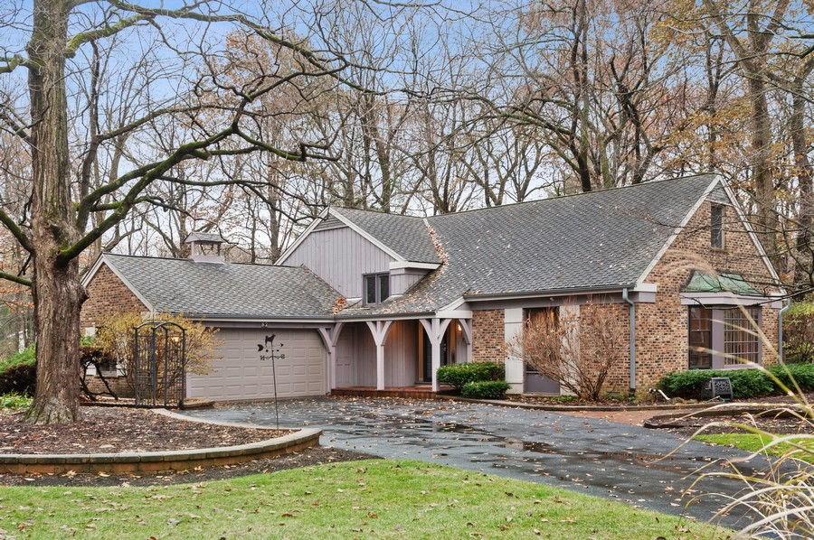 Real Estate Photography - 82 lincolnshire drive, lincolnshire, IL, 60069 - Front View