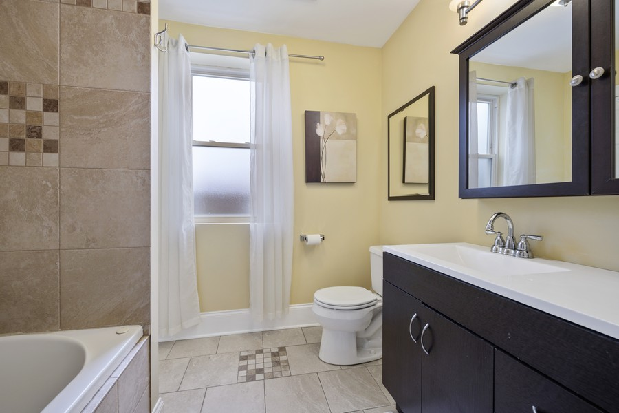 Real Estate Photography - 4922 N. Rockwell, Chicago, IL, 60625 - Master Bath