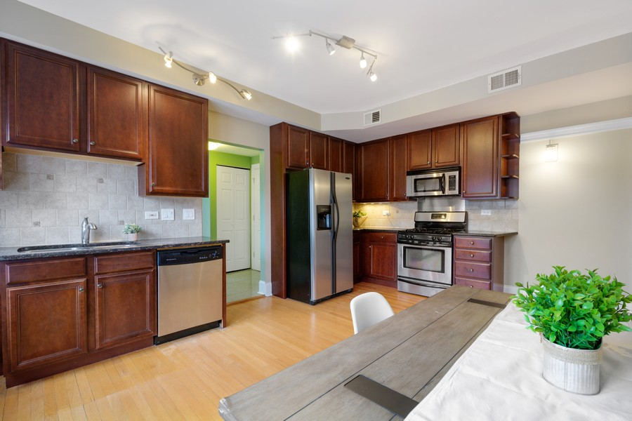Real Estate Photography - 4922 N. Rockwell, Chicago, IL, 60625 - Kitchen 2