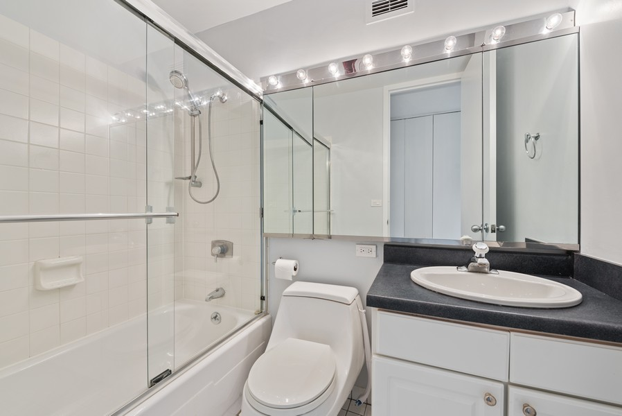 Real Estate Photography - 2650 N Lakeview Ave, Apt 1710, Chicago, IL, 60614 - 2nd Bathroom