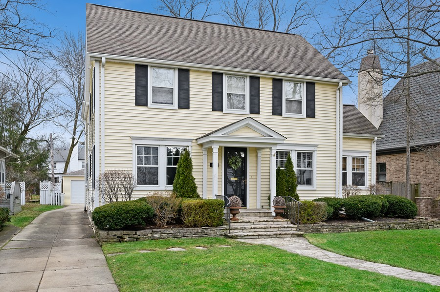 Real Estate Photography - 475 Orchard Lane, Winnetka, IL, 60093 - Front View