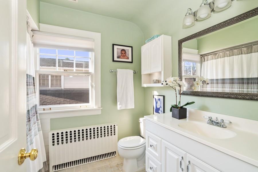 Real Estate Photography - 475 Orchard Lane, Winnetka, IL, 60093 - 2nd Bathroom