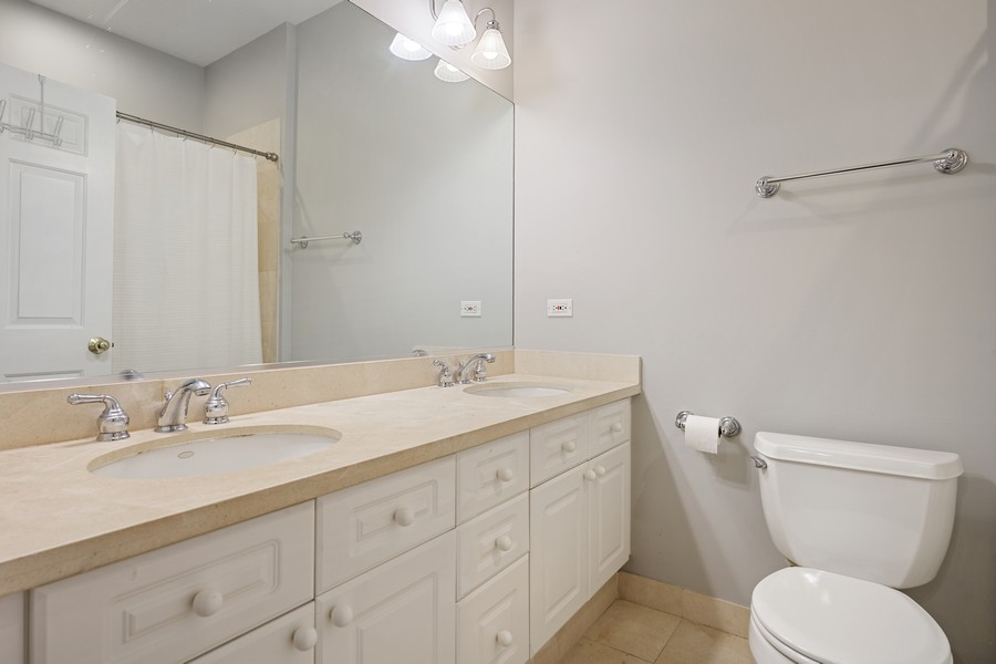 Real Estate Photography - 952 W Barry Ave, Unit G, Chicago, IL, 60657 -