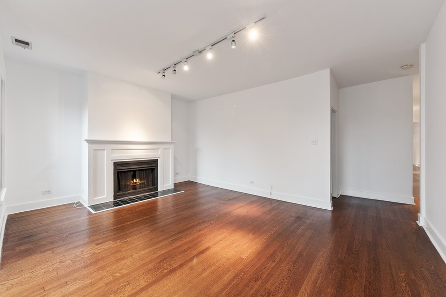 Real Estate Photography - 3723 N Pine Grove #3N, Chicago, IL, 60613 - Living Room