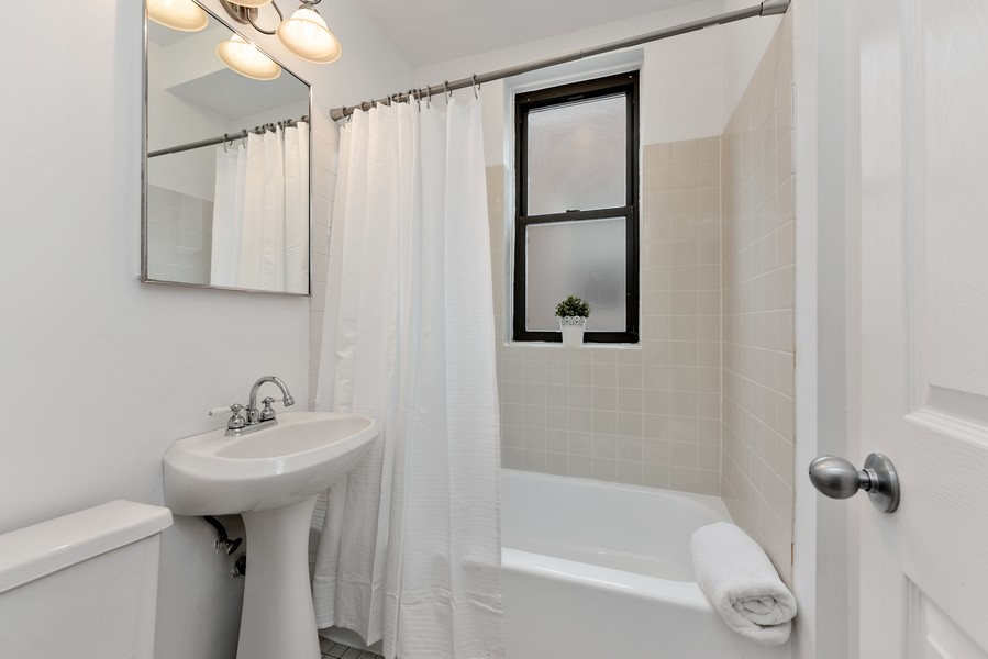Real Estate Photography - 3723 N Pine Grove #3N, Chicago, IL, 60613 - Master Bathroom