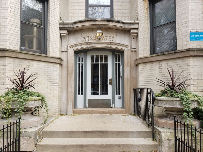 Real Estate Photography - 3723 N Pine Grove #3N, Chicago, IL, 60613 - 3723 N Pine Grove Entrance
