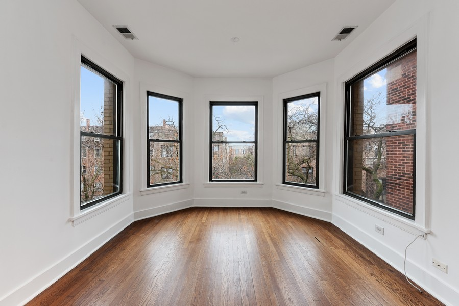 Real Estate Photography - 3723 N Pine Grove #3N, Chicago, IL, 60613 - Sun Room