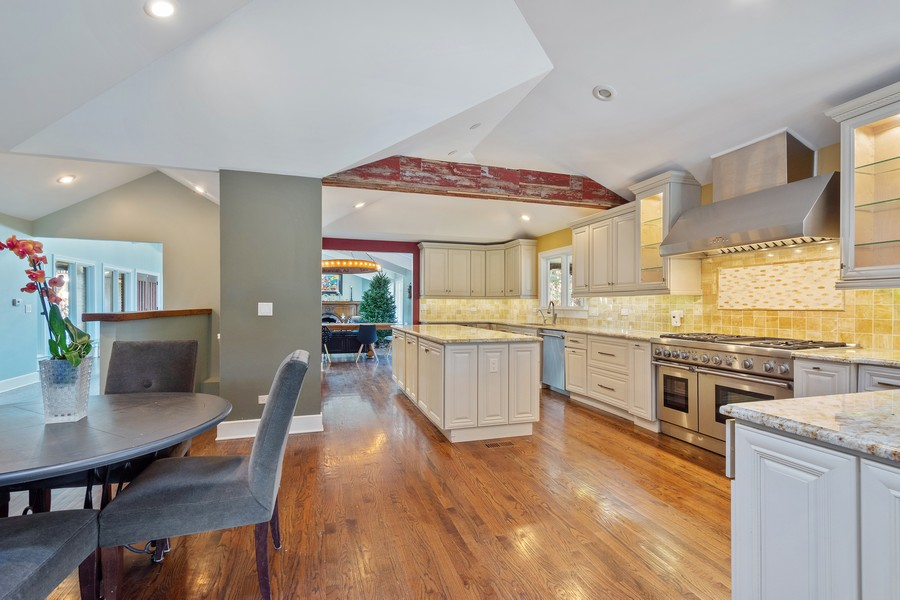 Real Estate Photography - 83 Meadow Hill Rd, Barrington Hills, IL, 60010 - Kitchen / Breakfast Room