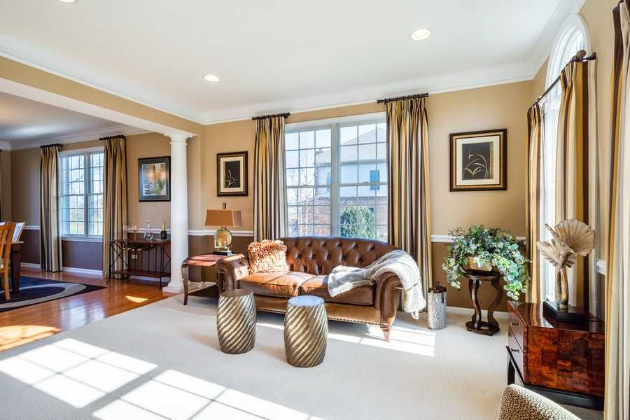 Real Estate Photography - 45 Tournament Dr North, Hawthorn Woods, IL, 60047 - Living Room