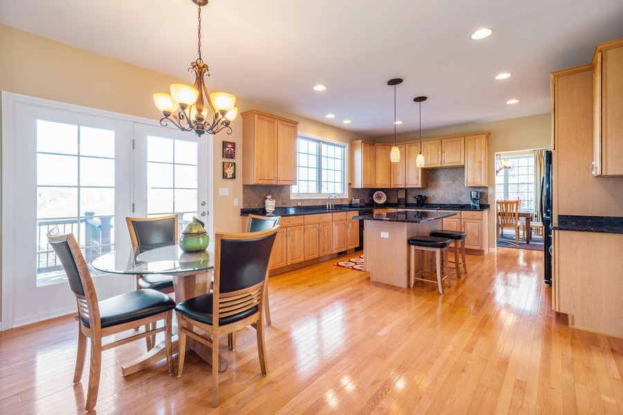 Real Estate Photography - 45 Tournament Dr North, Hawthorn Woods, IL, 60047 - Kitchen / Breakfast Room