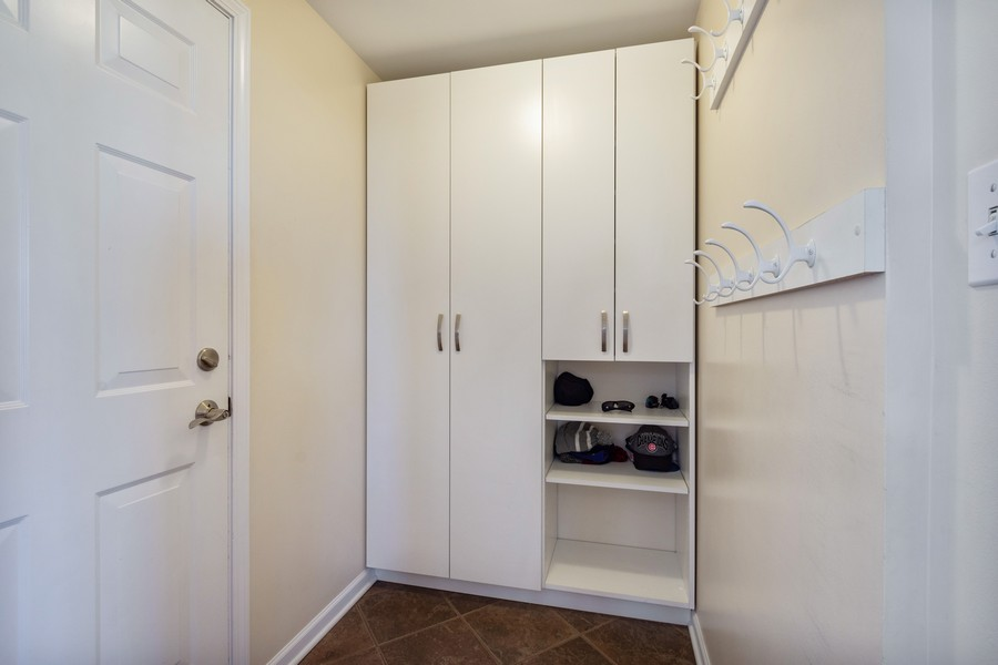 Real Estate Photography - 45 Tournament Dr North, Hawthorn Woods, IL, 60047 - Mudroom