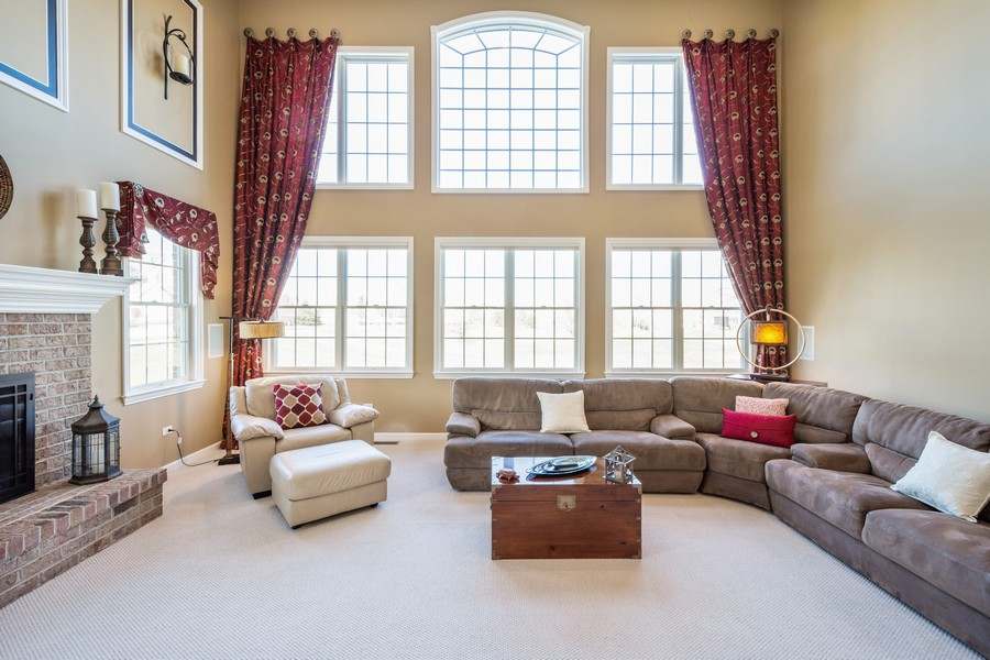 Real Estate Photography - 45 Tournament Dr North, Hawthorn Woods, IL, 60047 - Family Room
