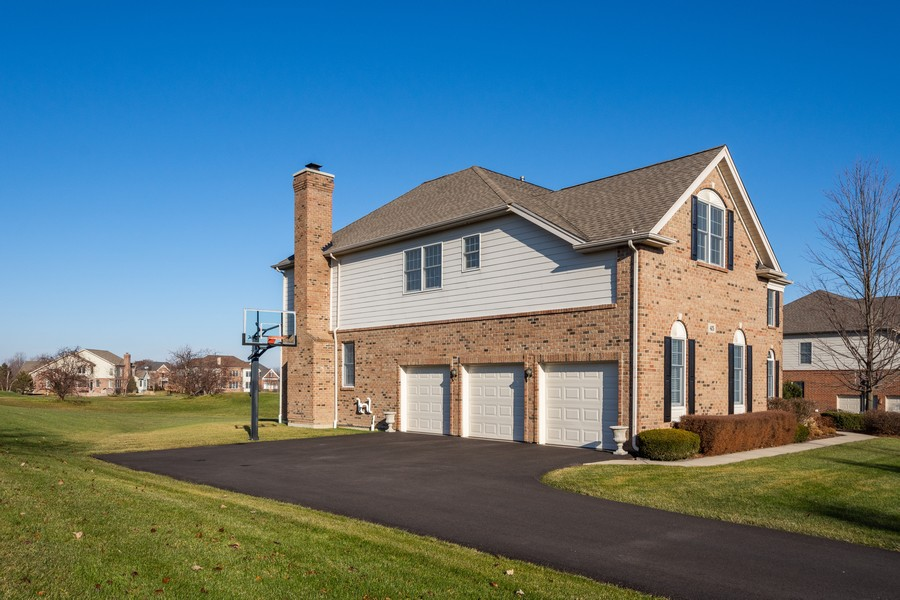 Real Estate Photography - 45 Tournament Dr North, Hawthorn Woods, IL, 60047 - Garage