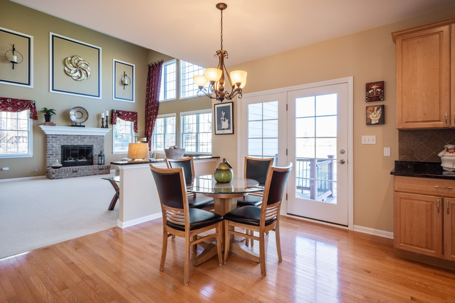Real Estate Photography - 45 Tournament Dr North, Hawthorn Woods, IL, 60047 - Breakfast Area