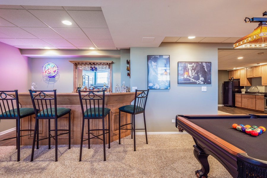 Real Estate Photography - 45 Tournament Dr North, Hawthorn Woods, IL, 60047 - Wet Bar