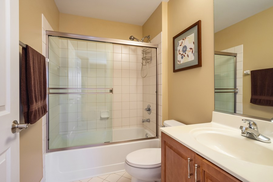 Real Estate Photography - 45 Tournament Dr North, Hawthorn Woods, IL, 60047 - Ensuite Bathroom