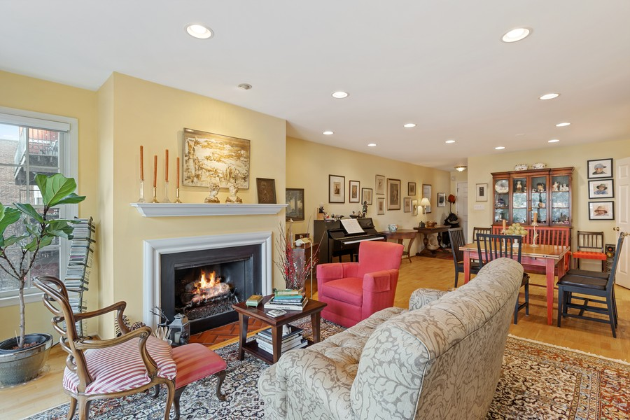 Real Estate Photography - 1730 Hinman Ave, #3G, Evanston, IL, 60201 - Living Room