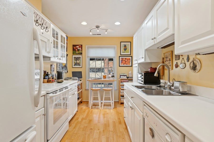Real Estate Photography - 1730 Hinman Ave, #3G, Evanston, IL, 60201 - Kitchen
