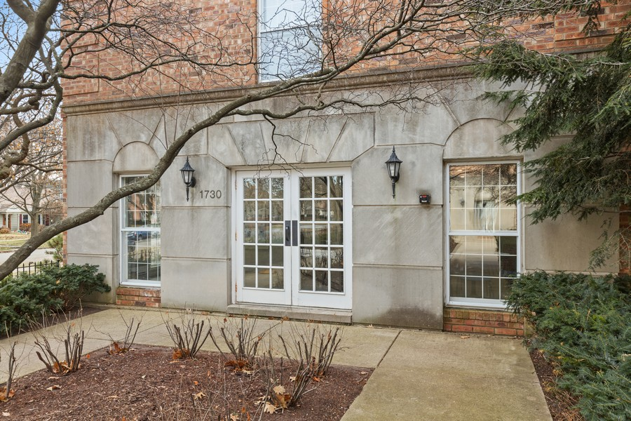 Real Estate Photography - 1730 Hinman Ave, #3G, Evanston, IL, 60201 - Front View